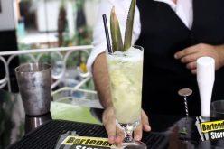 Receita Caipiríssima de Abacaxi com Rum Malibu