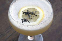Receita de Whiskey Sour ganha um toque Chinês com a presença do chá verde